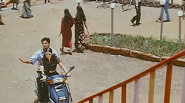 Srk-motorcycle-baadshah