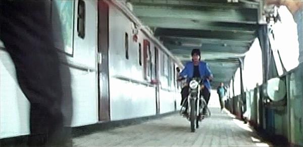 Srk-motorcycle-dil-aashna-hai-04