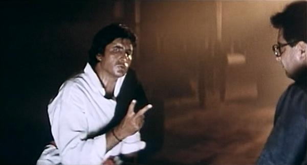 Hum-AmitabhBachchan-TwoKindsOfBugs-06
