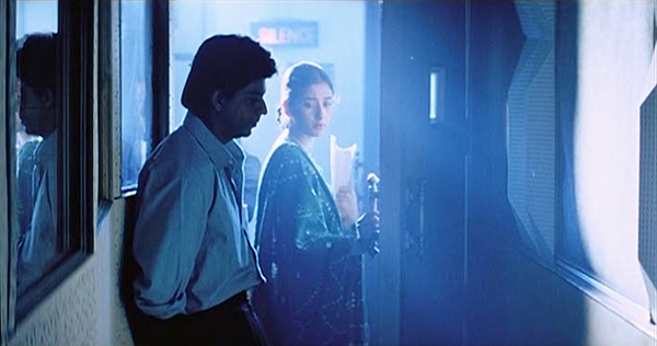 Dilse-swingingdoor-shahrukhkhan-manishakoirala-07