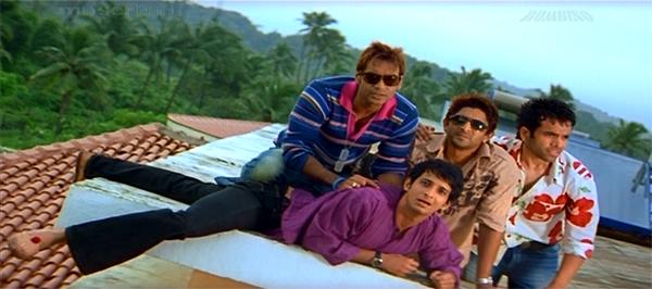 Golmaal-AjayDevgn-SharmanJoshi-ArshadWarsi-TussharKapoor-resized