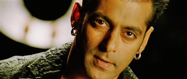 Wanted-LoveMe-SalmanKhan-06