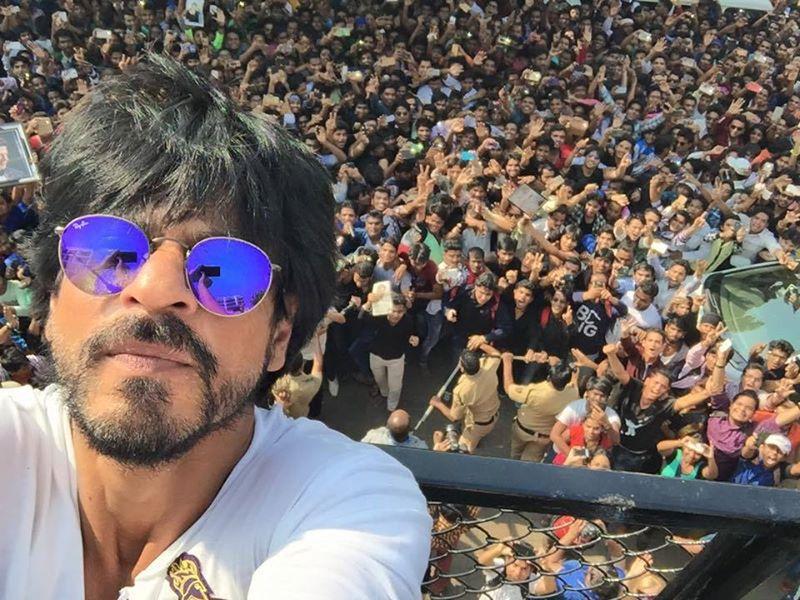 Shah-Rukh-Khan-50th-Selfie