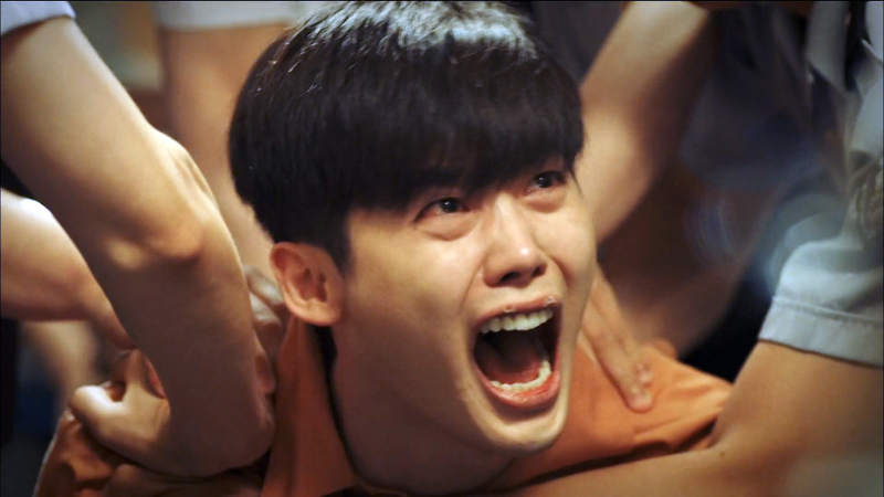 W_TwoWorlds_LeeJongSuk_HanHyoJoo_HowCanYouDoThat